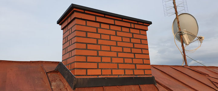 Przeprowadzono remont czterech kominów na plebanii i starej szkole